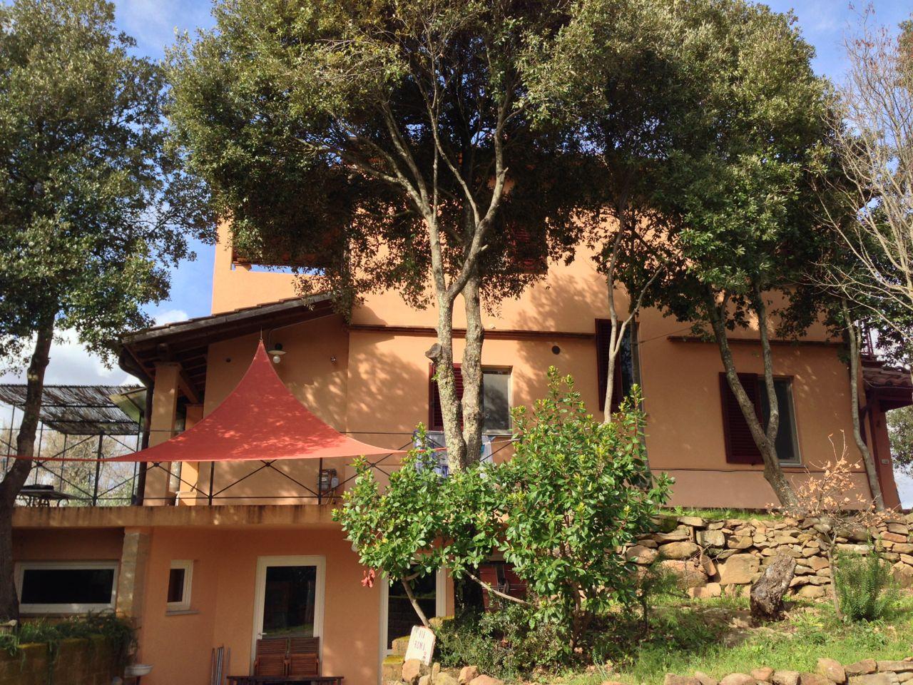 Vendesi casolare con piscina agenzia immobiliare pm for Vendesi palestra roma
