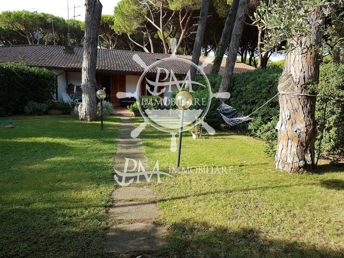 vendesi villetta con giardino zona Riva del Sole