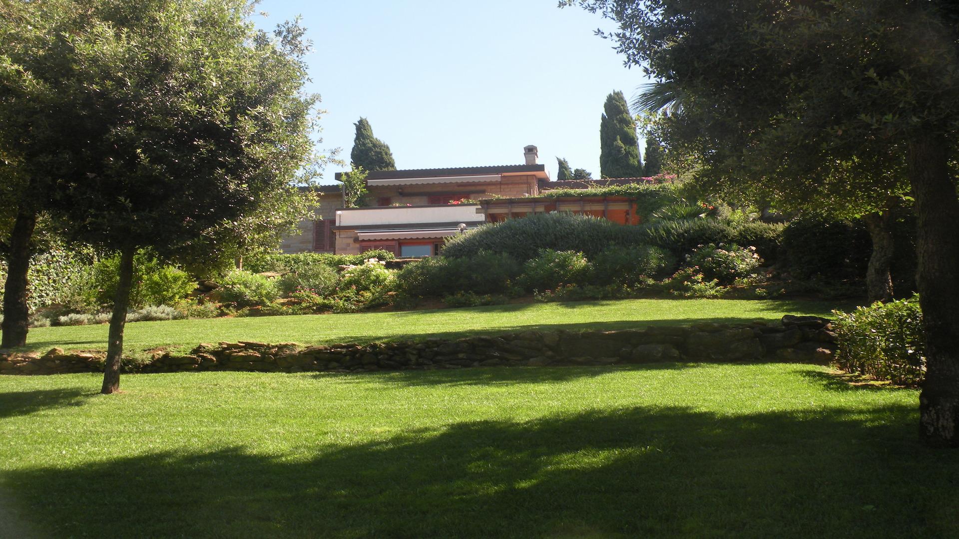 Vendesi a Punta Ala, Villa singola con giardino esclusivo