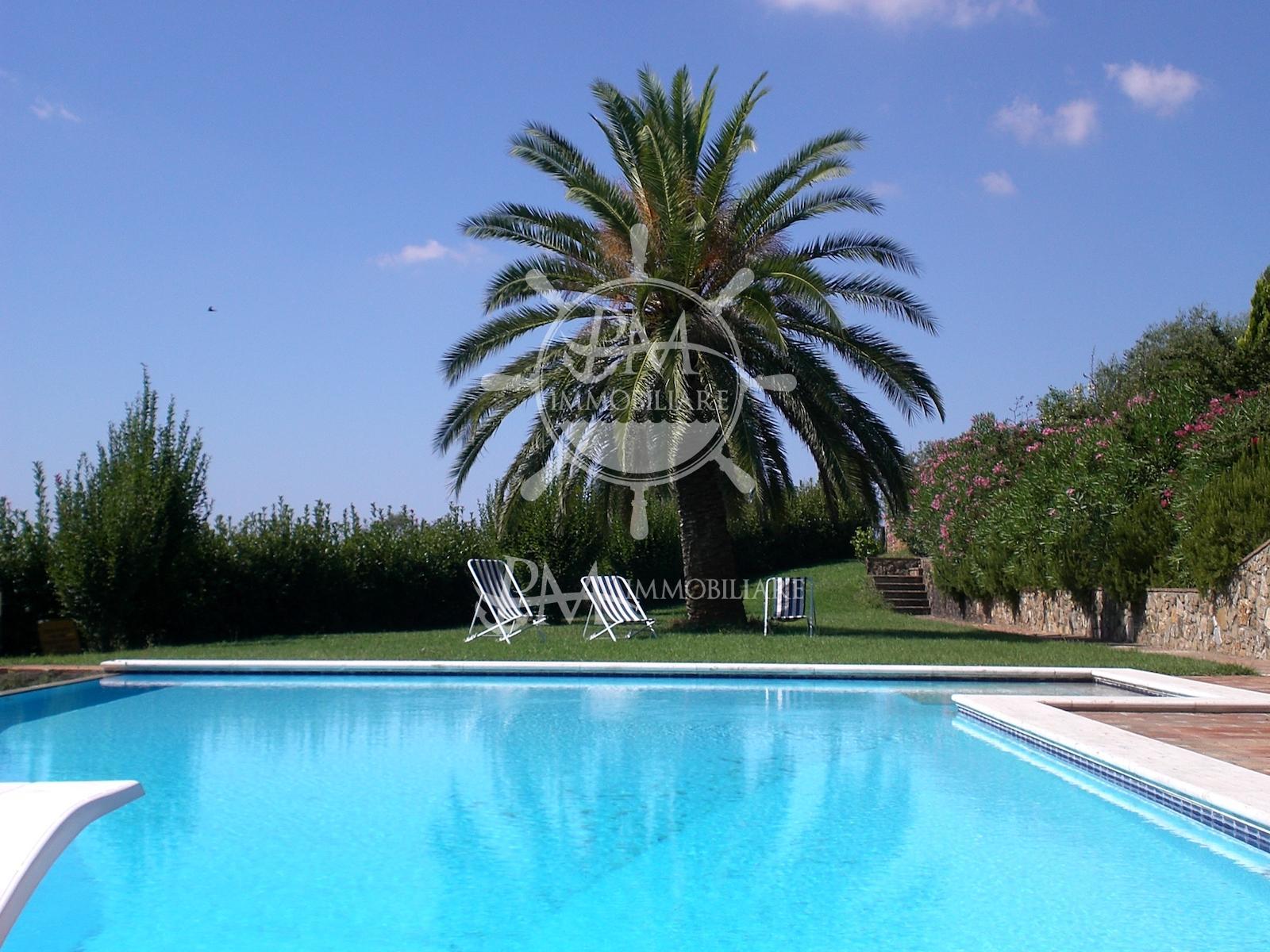Vendesi villa indipendente con piscina,  campo da golf