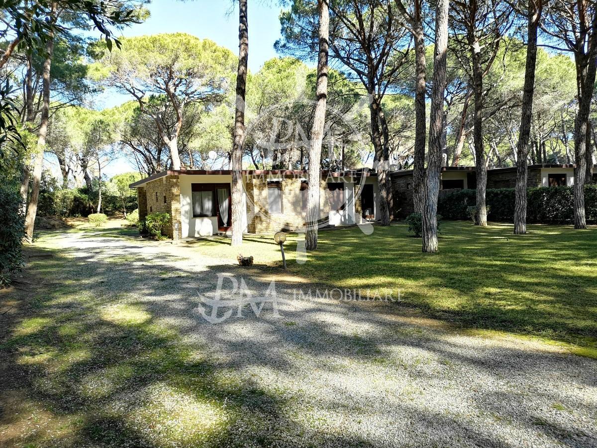 Vendesi villa singola, Roccamare.