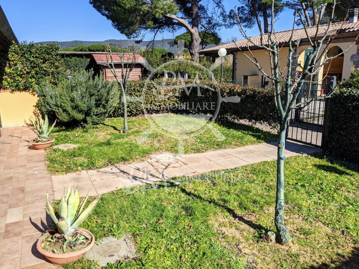 Vendesi Villetta a schiera con ampio giardino